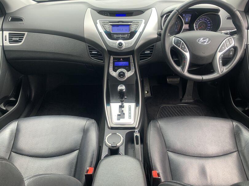 2012 Hyundai Elantra 12