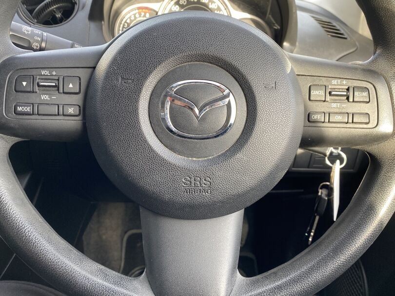 2014 Mazda 2 9