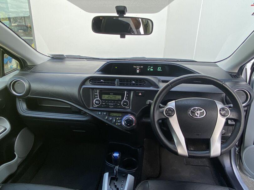 2013 Toyota Prius 12