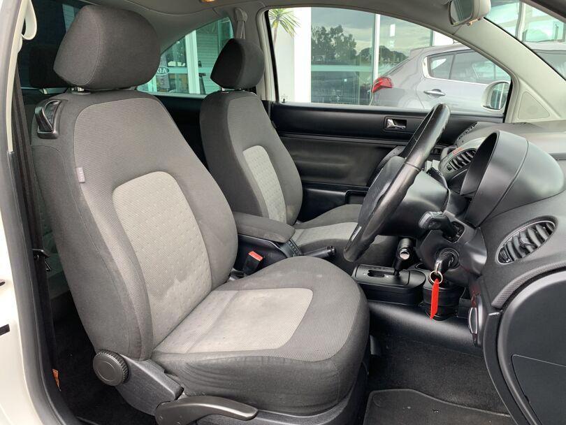 2010 Volkswagen Beetle 12