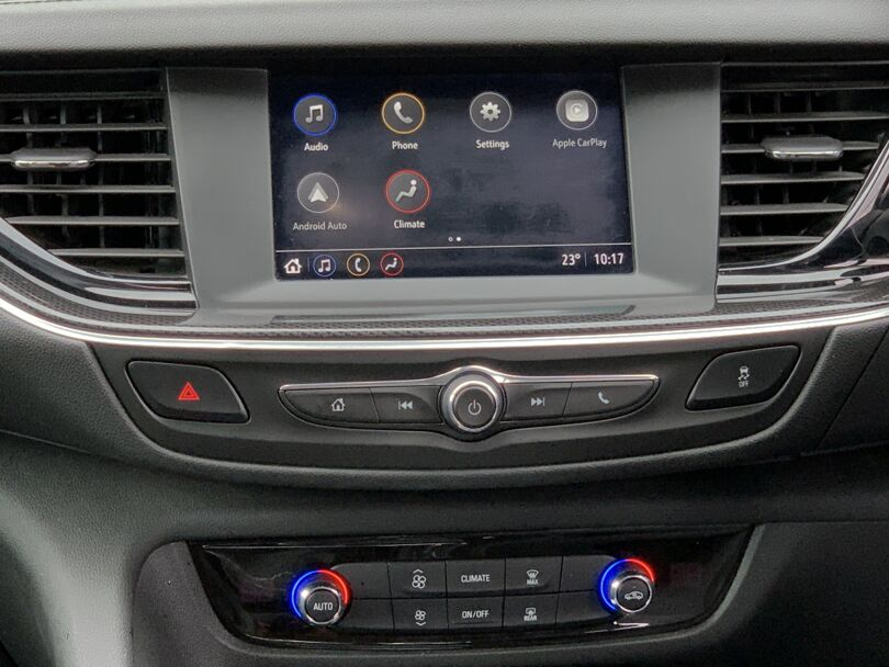 2019 Holden Commodore 9
