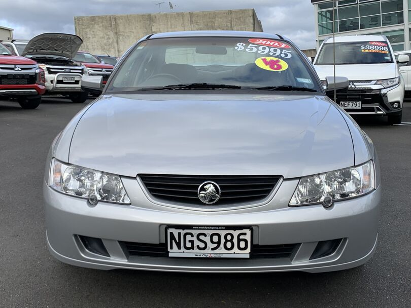 2003 Holden Commodore 2