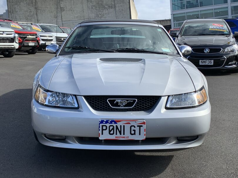 2002 Ford Mustang 2