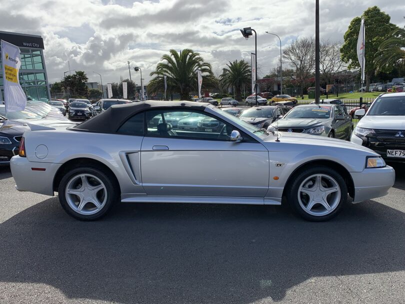 2002 Ford Mustang 6