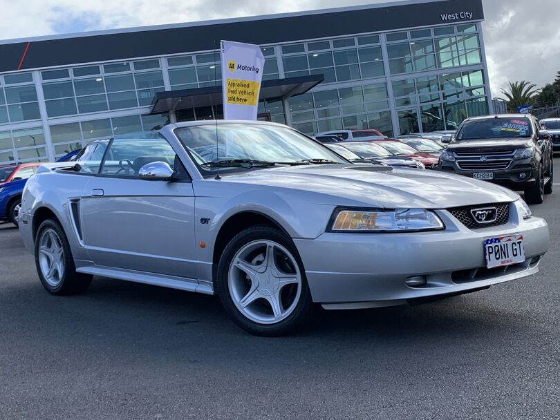 2002 Ford Mustang 7
