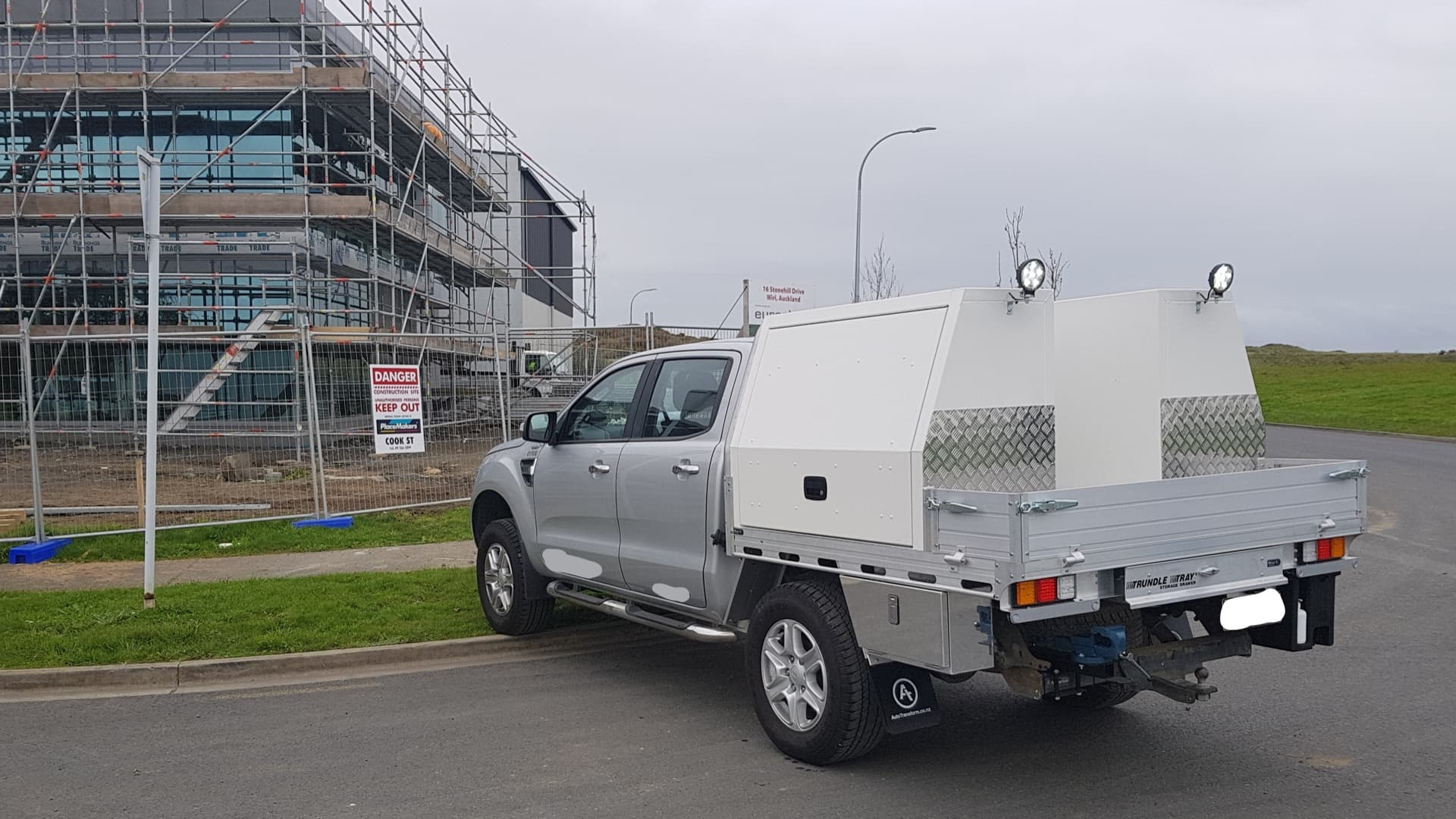 Ute service body with custom side tool boxes