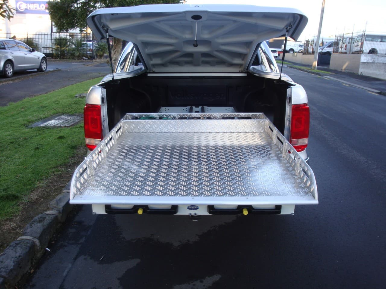 Industrial ute fitout with sliding aluminium tray liner