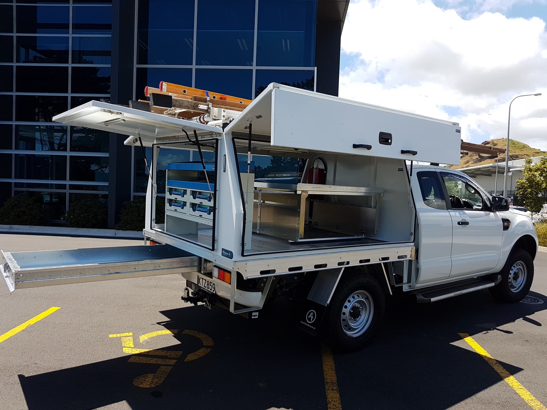 Commercial ute service body with folding doors
