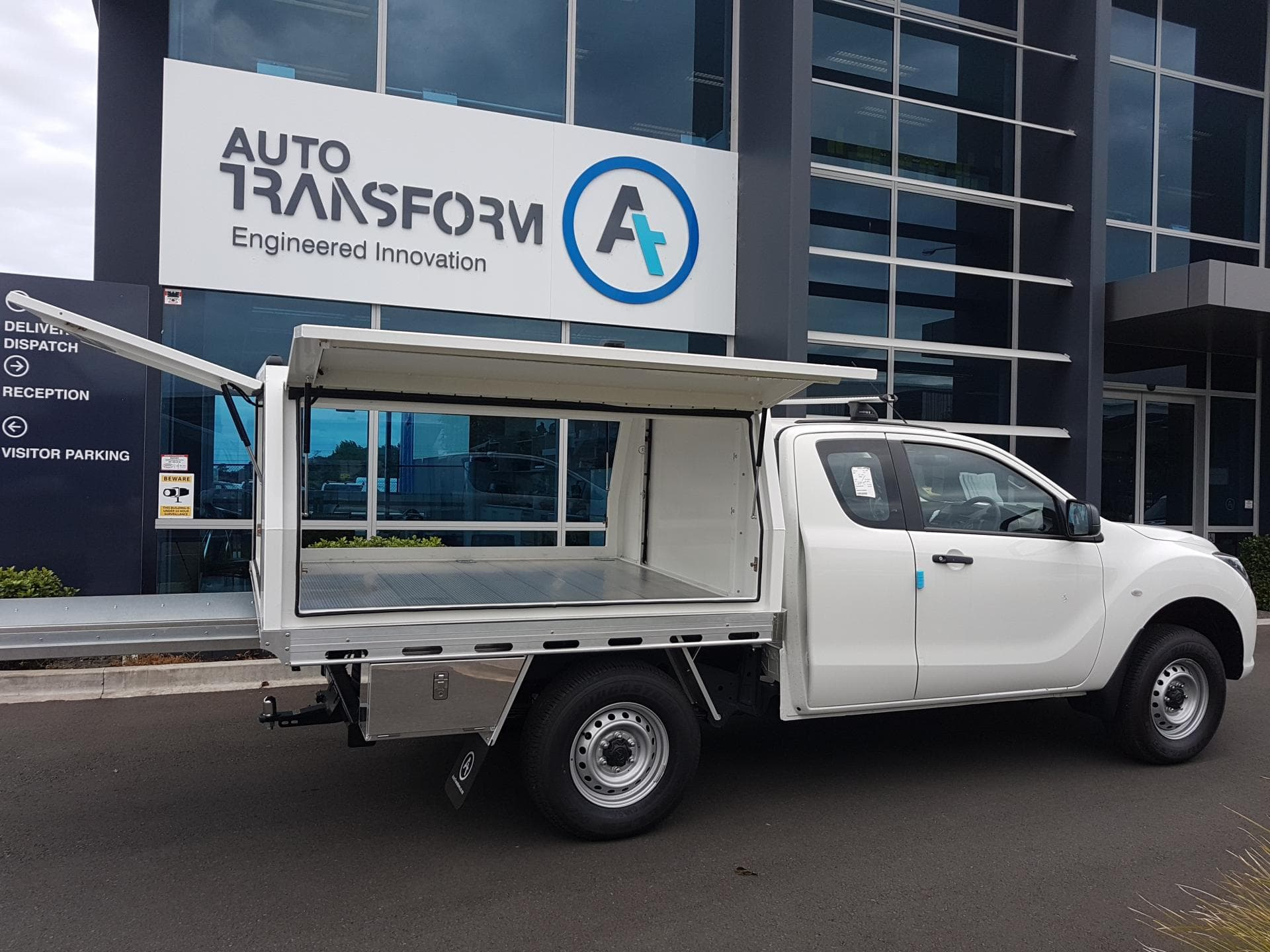 Industrial ute service body fully opening