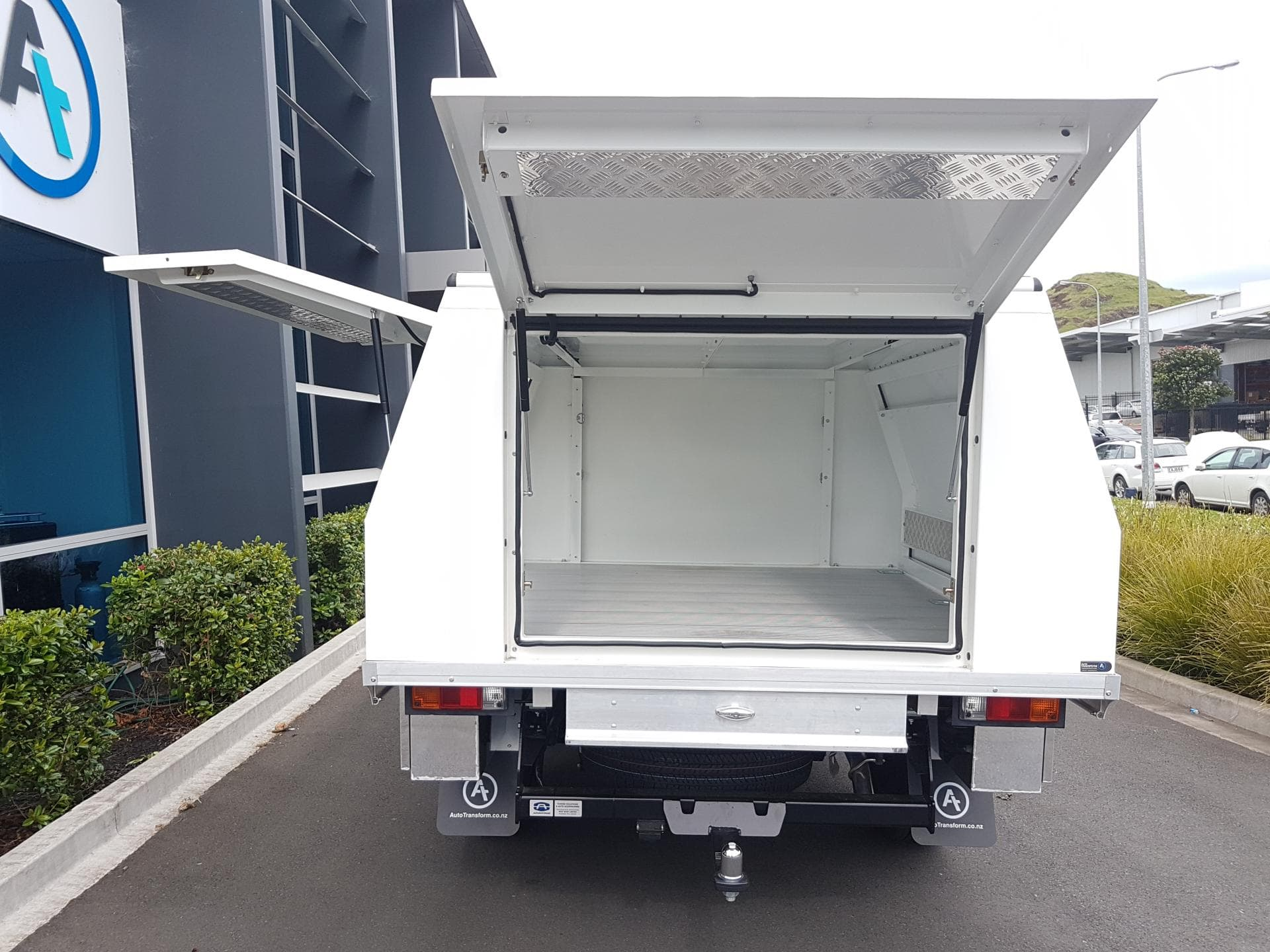 Industrial ute service body with aluminium door