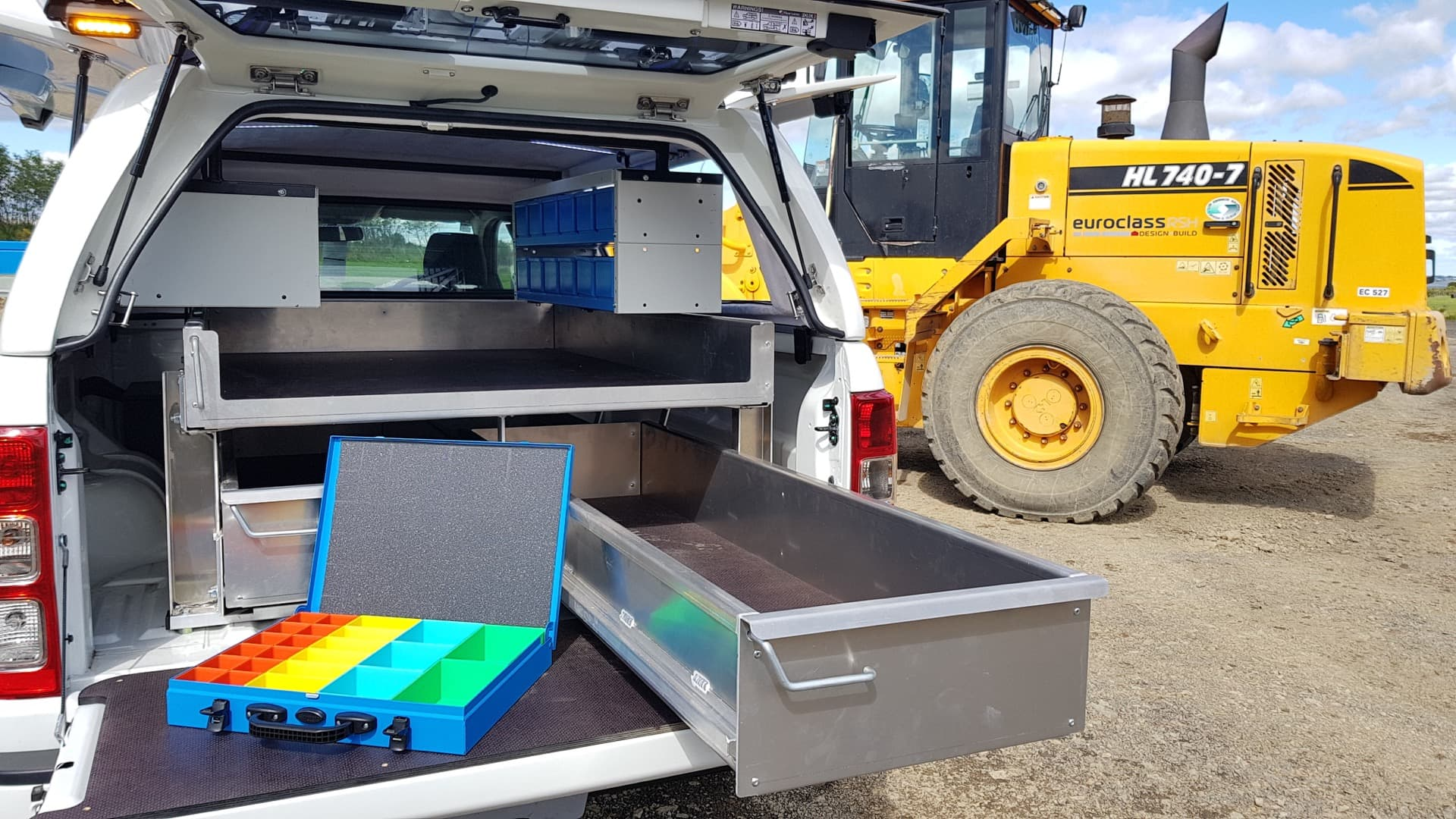 Tool box and sliding tray for technicians ute