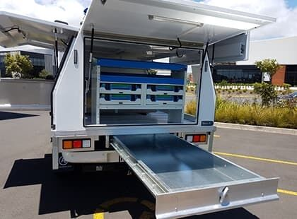 Underdeck aluminium tray for ute