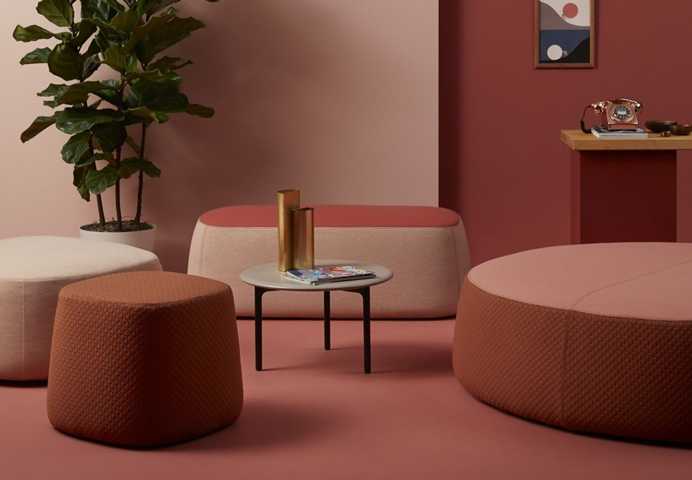products openest chick pouf insitu