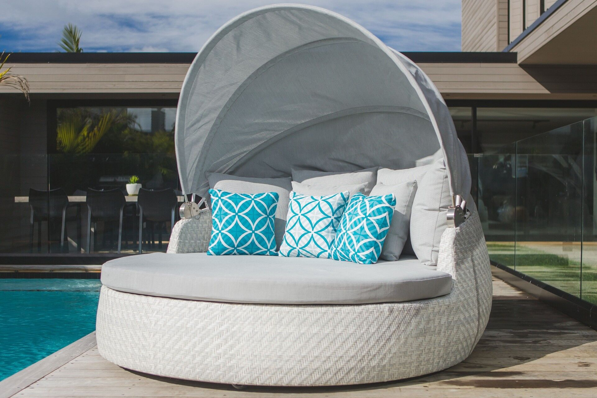 Rotating Outdoor Daybed The Ultimate In Luxury Outdoor Furniture