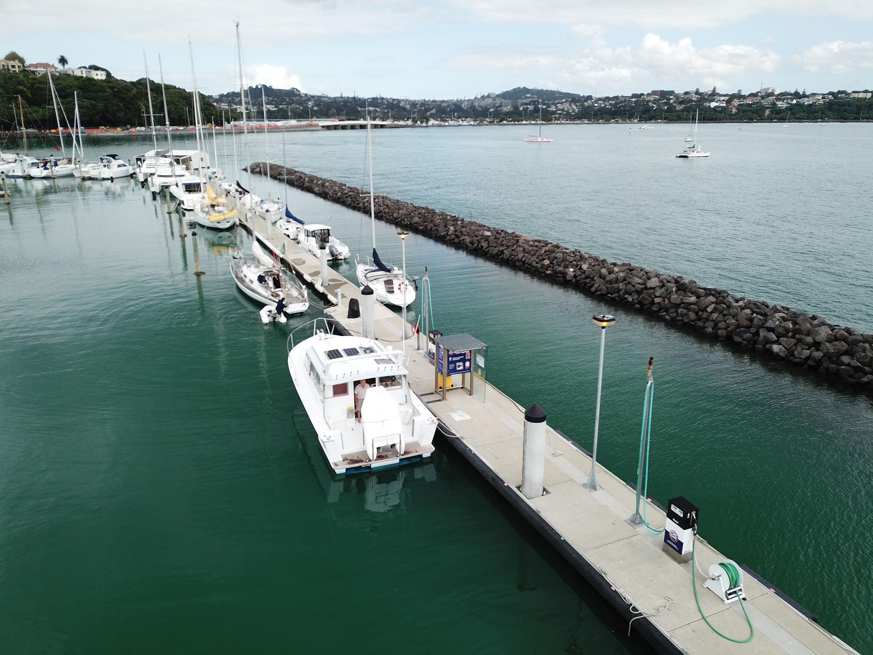 Fuel Dock Size L