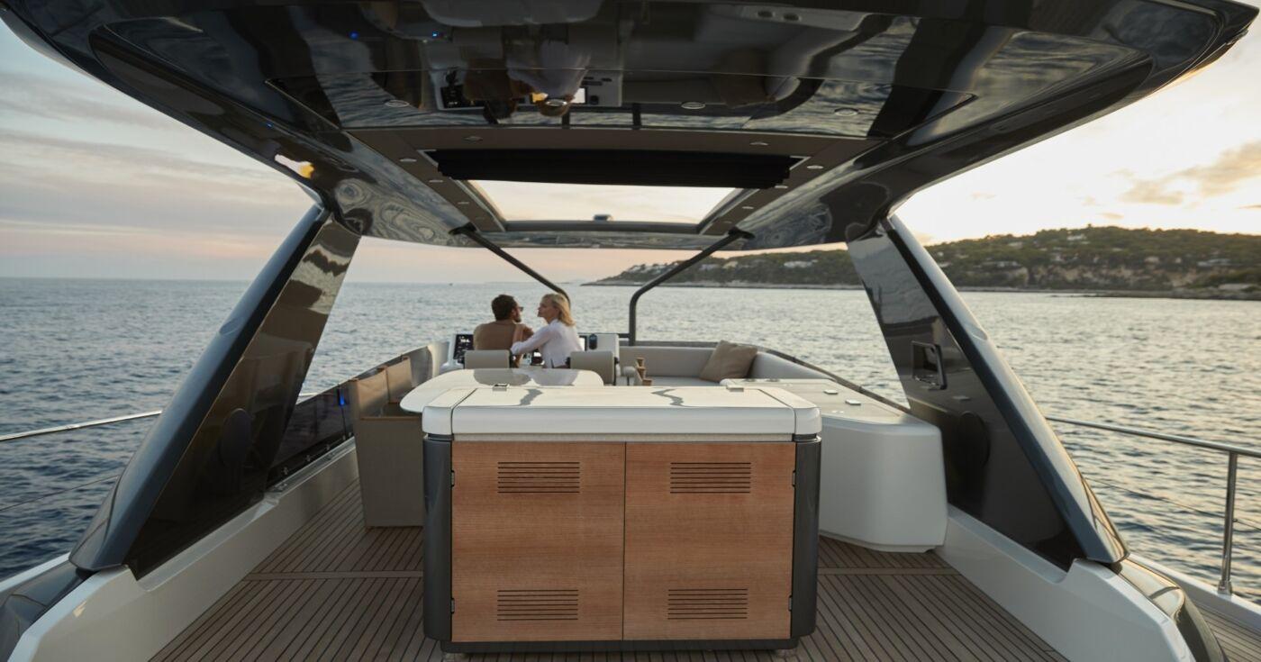 Prestige X70 Yacht 1