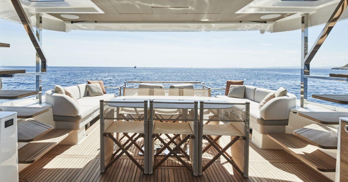 Prestige X70 Yacht 3
