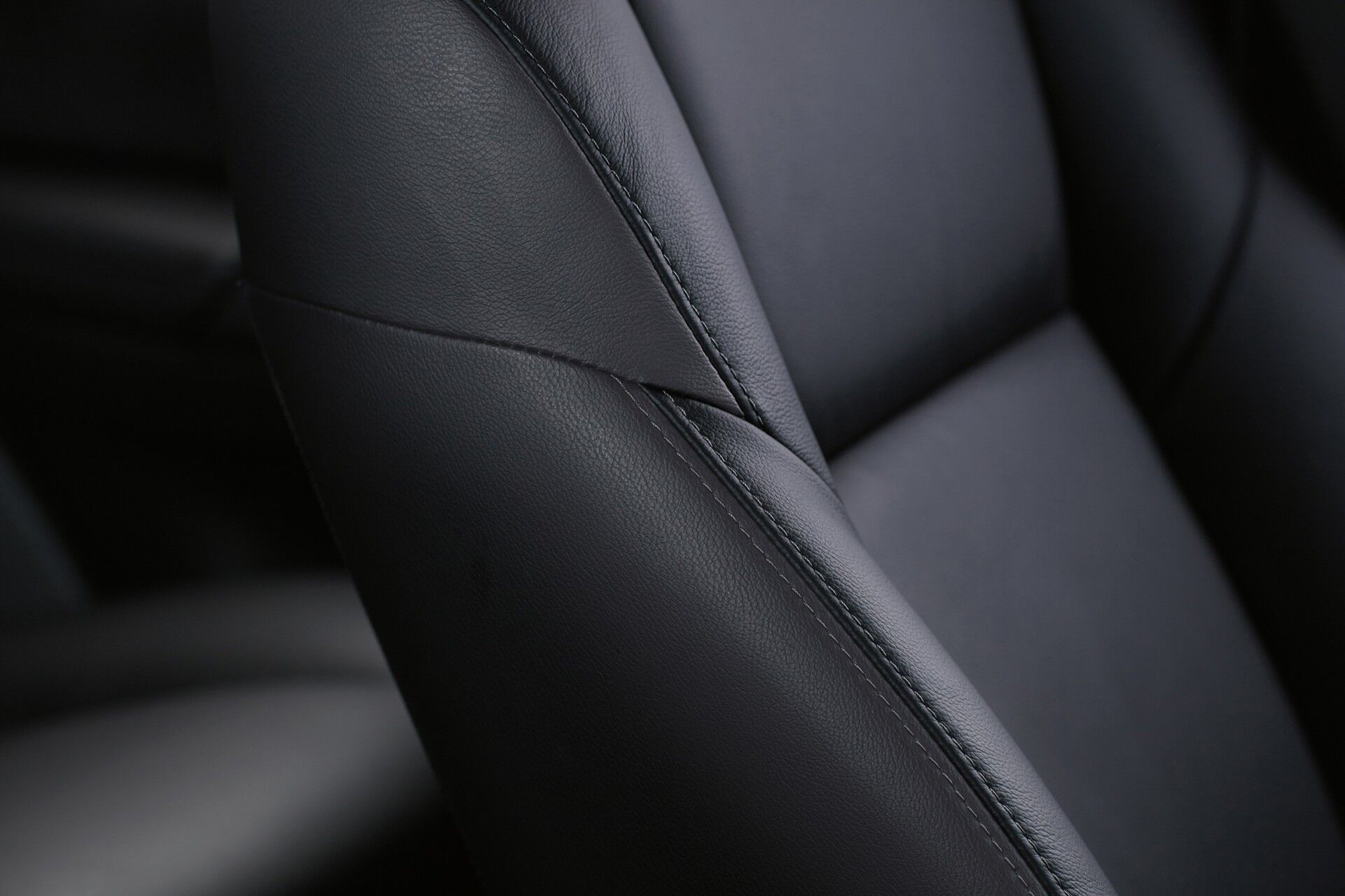 XWrqIAreRijldwLbt Pajero Sport MY leather detail small